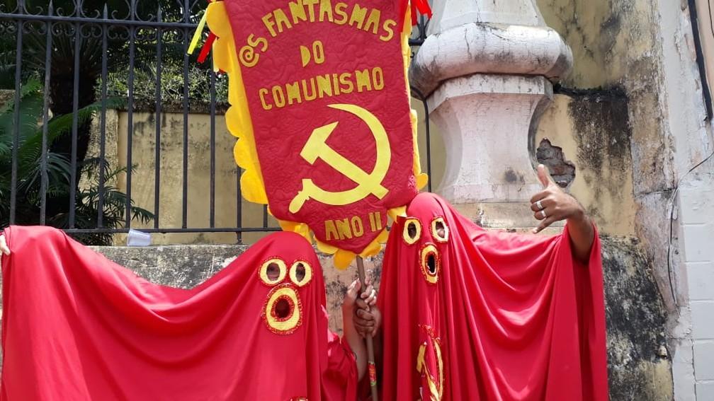 """Os """"fantasmas do comunismo""""  """"assombraram"""" o desfile do Galo da Madrugada, no Recife  — Foto: Rafael Souza/G1"""