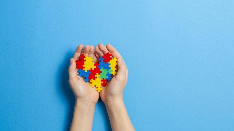 Carteira de Identificação da Pessoa com Transtorno do Espectro Autista é emitida em Nova Serrana