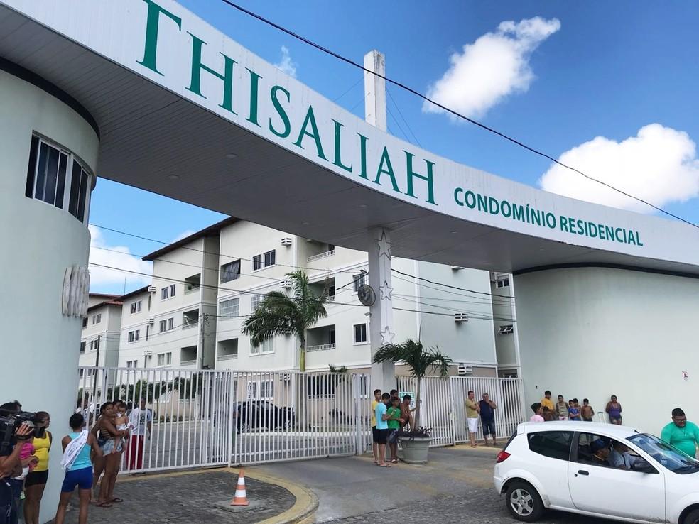 Crime aconteceu dentro do apartamento do professor, que fica no condomínio Thisaliah, no Planalto (Foto: Kleber Teixeira/Inter TV Cabugi)