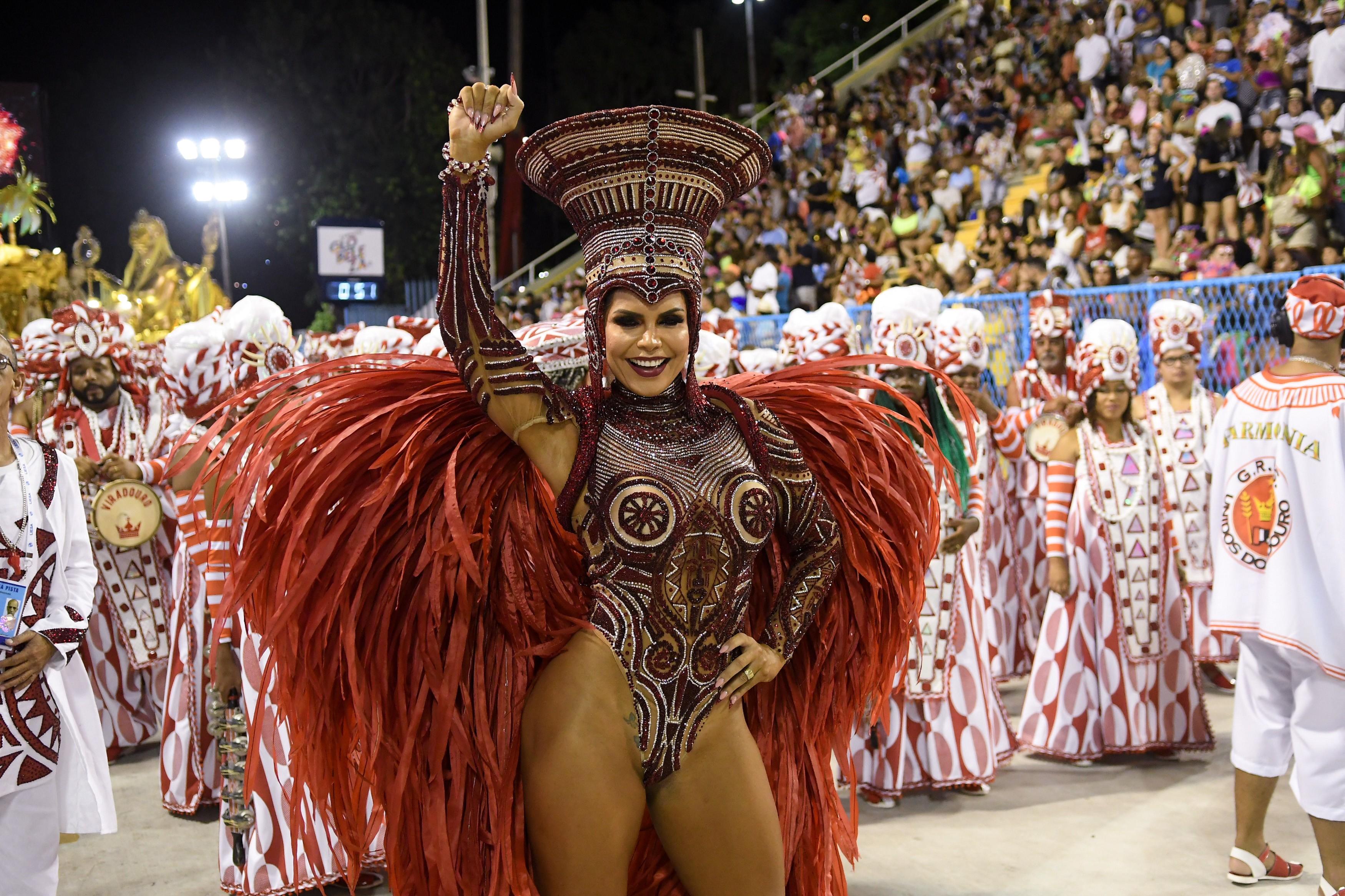 Desfile da Unidos do Viradouro; veja FOTOS