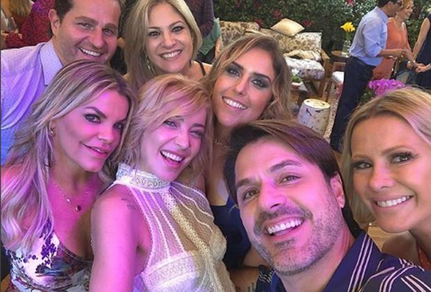 Luiza Possi entre amigos no casamento (Foto: Reprodução/Instagram)
