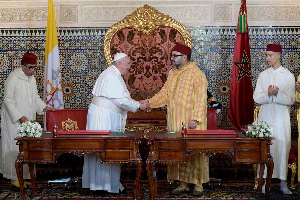 Papa Francisco encontra o rei Mohammed VI em visita ao Marrocos — Foto: Vatican Media/Handout/Reuters