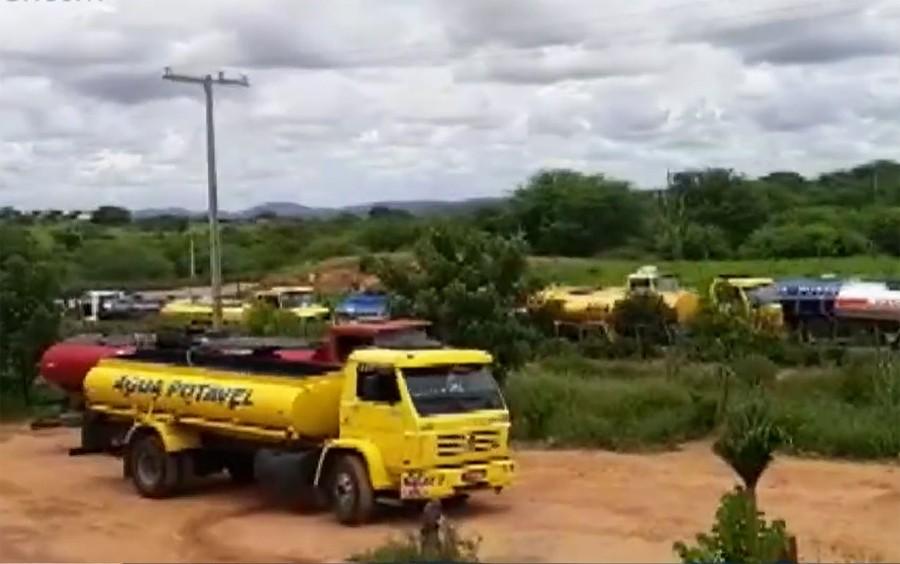 Pipeiros que fazem distribuição de água em Monte Santo paralisam atividades por falta de repasses
