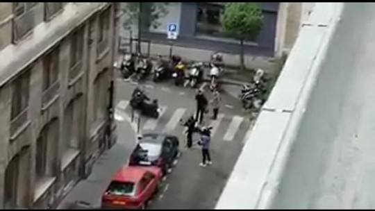 Homem morto no ataque a faca de Paris é um jovem de 29 anos