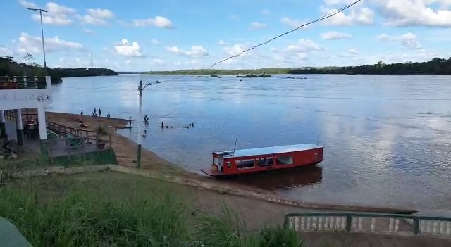 Moradores aproveitam a orla após prefeitura de Tocantinópolis flexibilizar abertura de comércio e bares