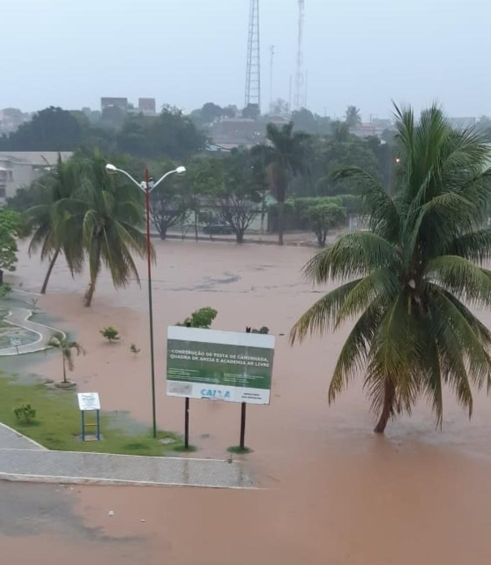 Rua completamente alagada na cidade de Correntina — Foto: Divulgação/Prefeitura de Correntina
