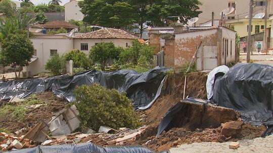Prefeitura investiga área que desmoronou em São Tiago, MG