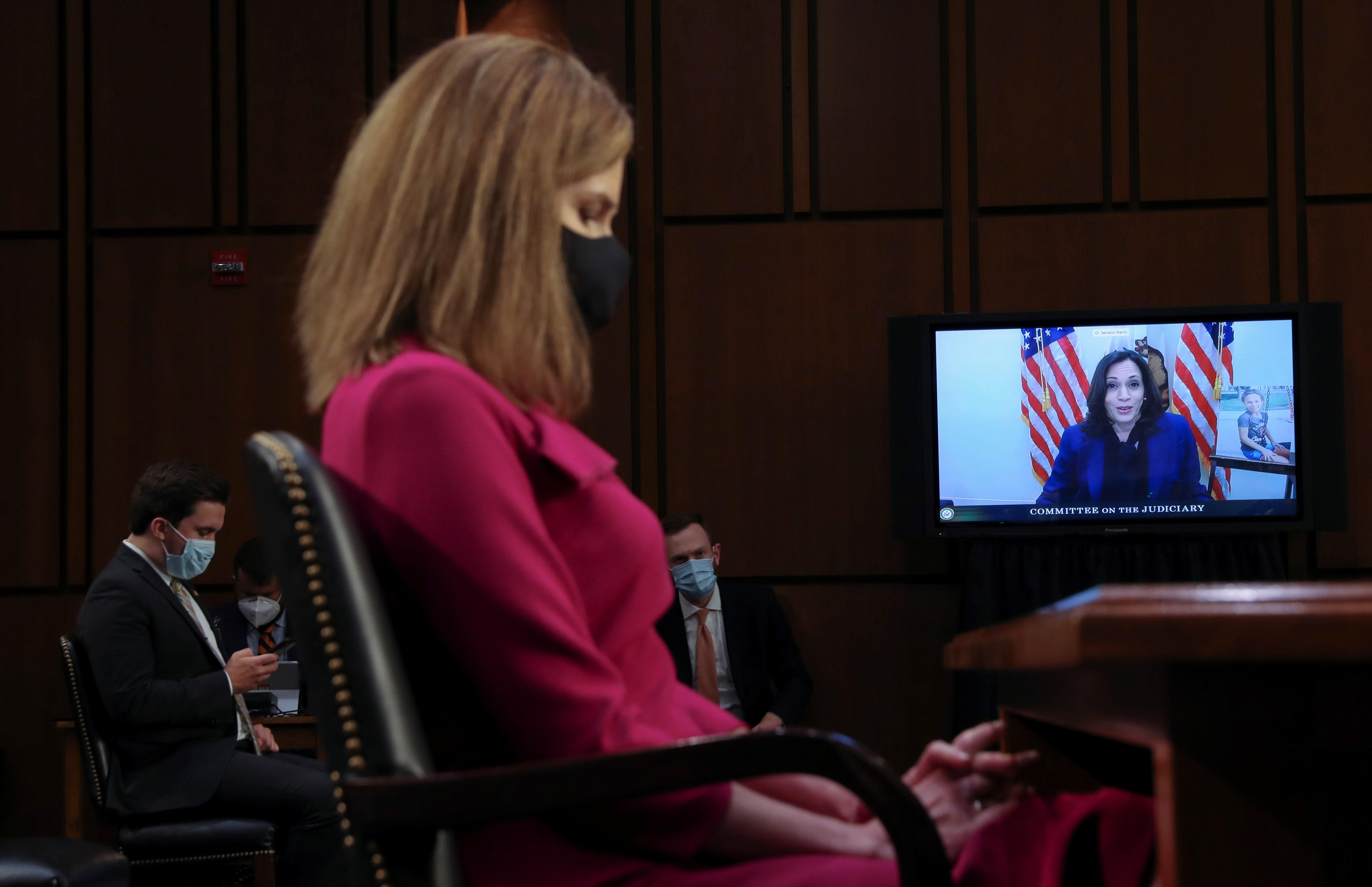 Em sabatina no Senado, Kamala Harris critica Trump por nomear juíza conservadora antes das eleições