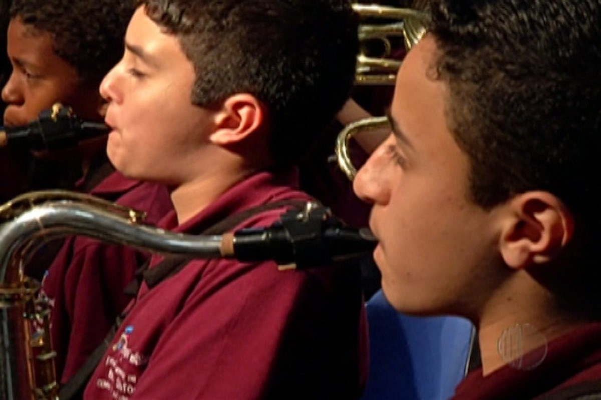 Alunos da Banda Sinfônica de escola do Botujuru participam de campeonato de bandas e fanfarras em Aracaju