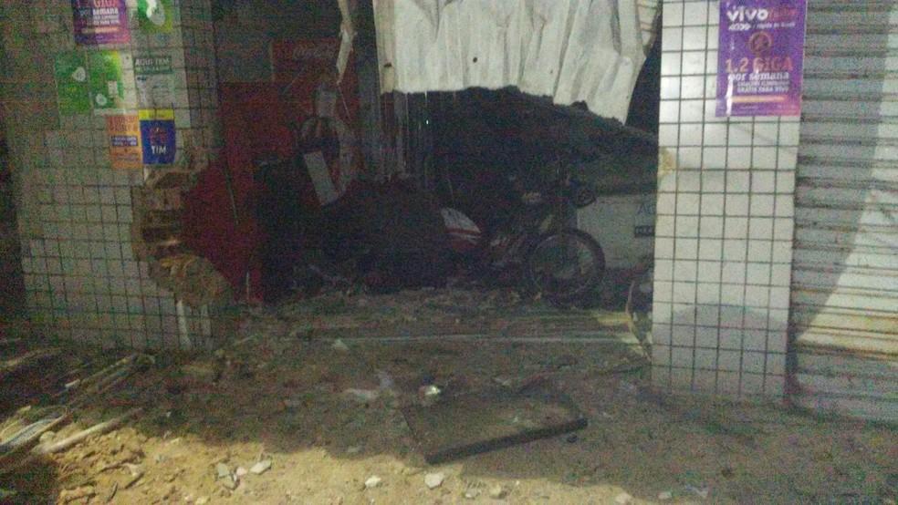 Bandidos explodem caixa eletrônico em São Gonçalo do Amarante (Foto: PM/Divulgação)