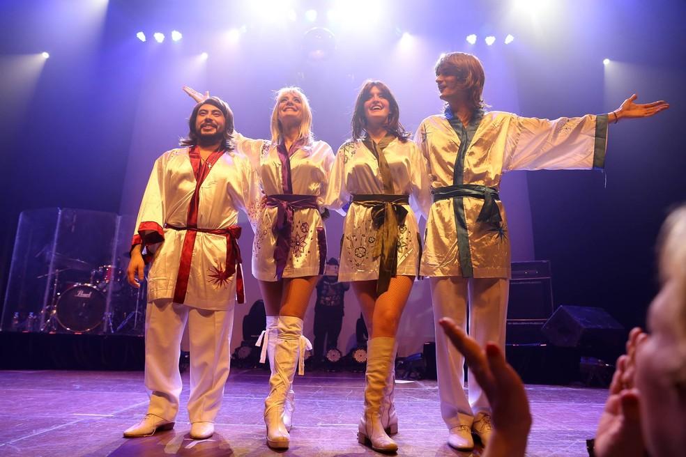 O grupo cover Abba Mamma Mia se apresenta no Espaço Jangada, neste sábado (14). (Foto: Reprodução/Facebook)
