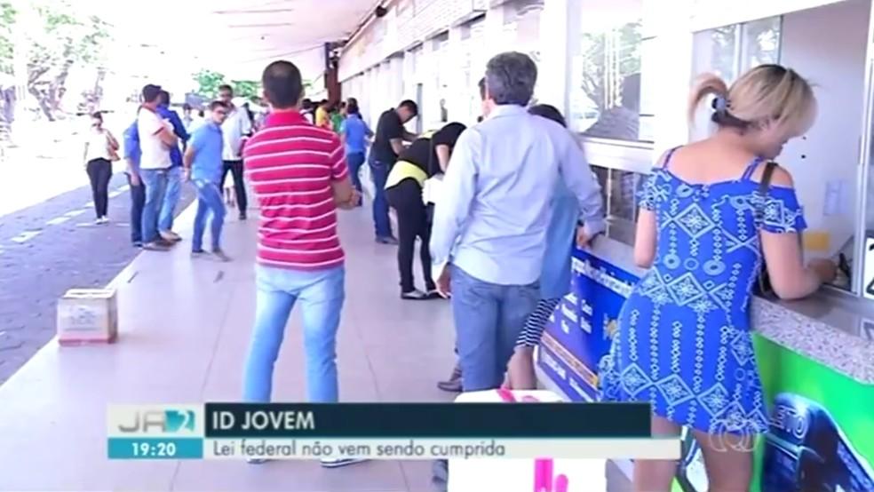 Estudantes afirmam que lei foi descuprida em Araguaína (Foto: Reprodução/TV Anhanguera)