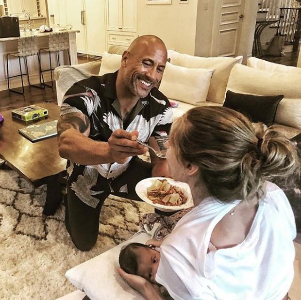 The Rock em momento em família  (Foto: reprodução / Instagram)