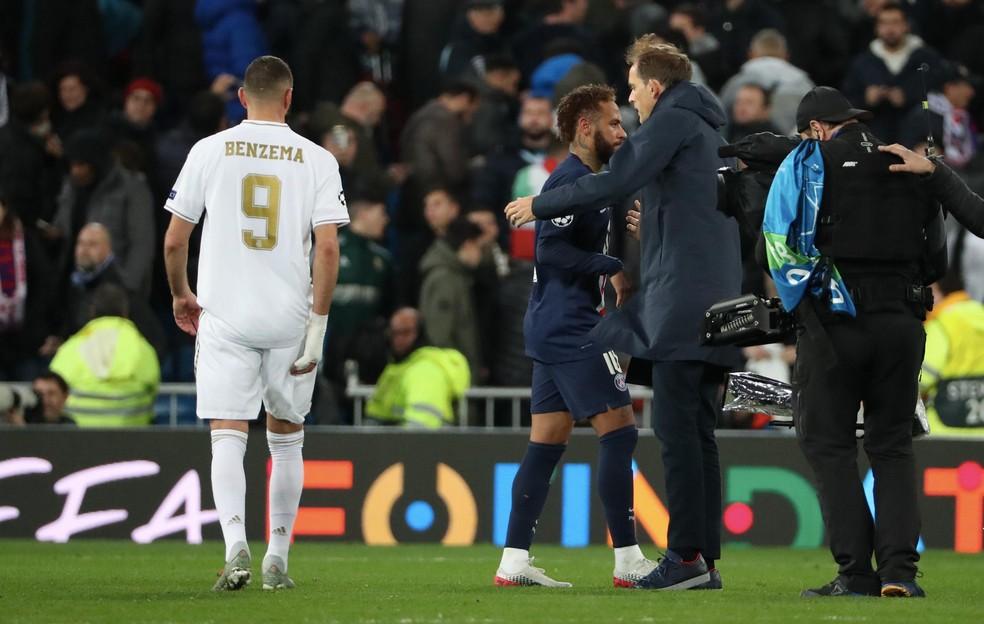 Neymar cumprimenta o técnico Thomas Tuchel após o empate do PSG com o Real Madrid — Foto:  Xavier Laine/Getty Images