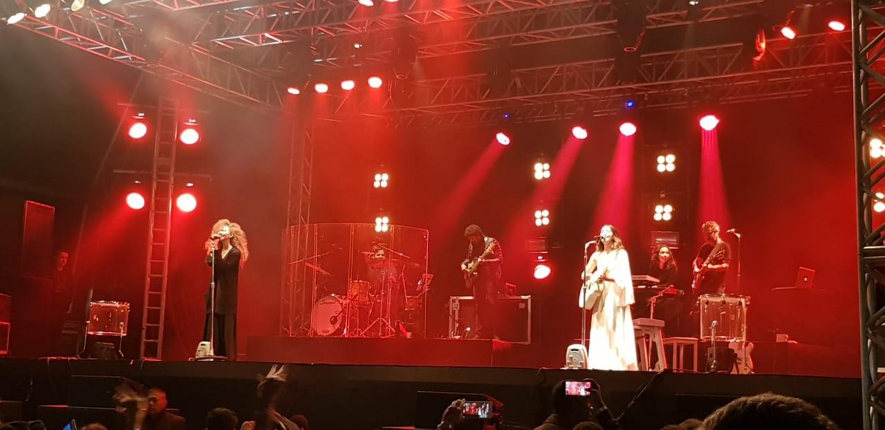 Alto astral do duo Anavitória contagia público em show do Festival de Inverno em Petrópolis, no RJ - Notícias - Plantão Diário