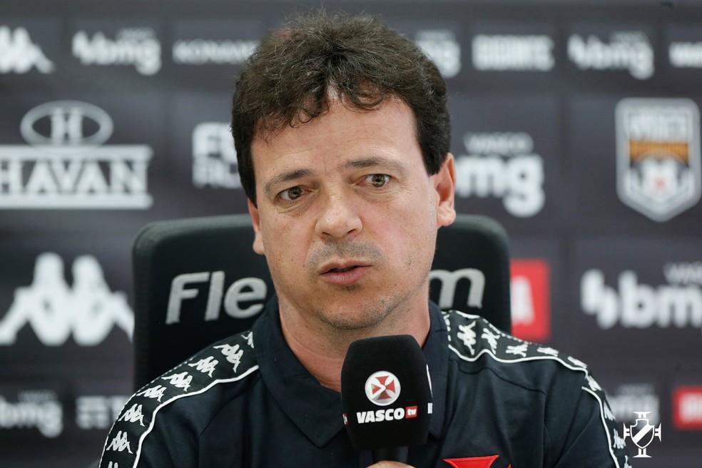 Fernando Diniz conversou com os jornalistas — Foto: Rafael Ribeiro/Vasco