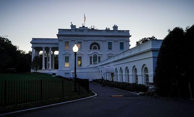 A Casa Branca na manhã do último 17 de outubro vista da lateral