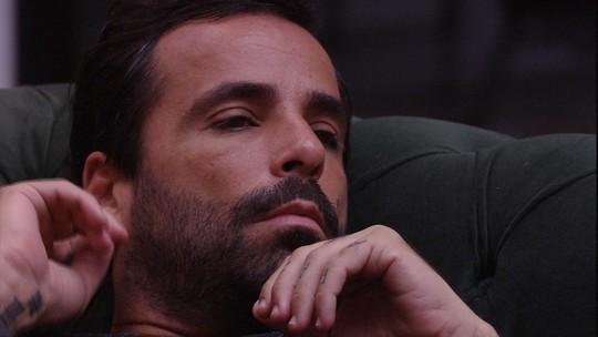 Vinicius constata divisão de participantes: 'Já está declarado o grupo A e o grupo B'