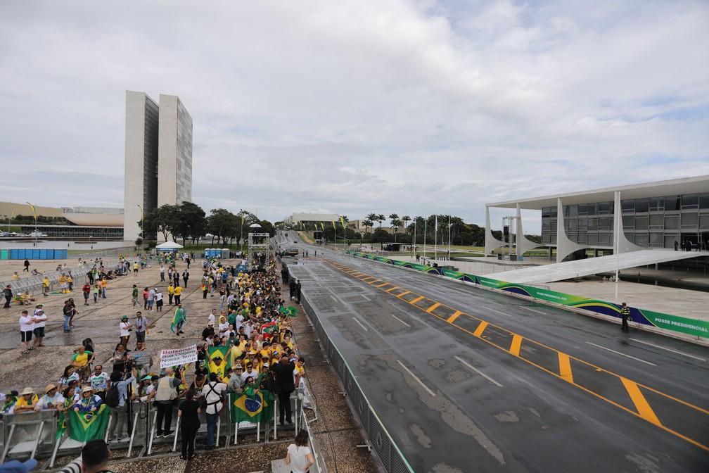 Concentração do público no fim da manhã em frente ao Palácio do Planalto — Foto: Fábio Tito/G1