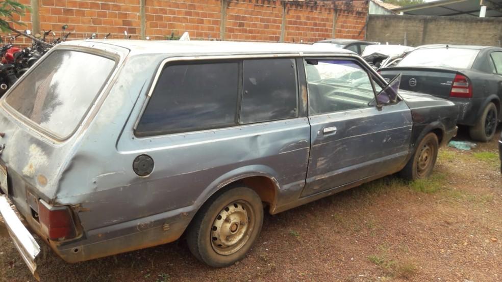 Os presos foram encontrados dentro de um carro — Foto: Divulgação/4ª CIPM