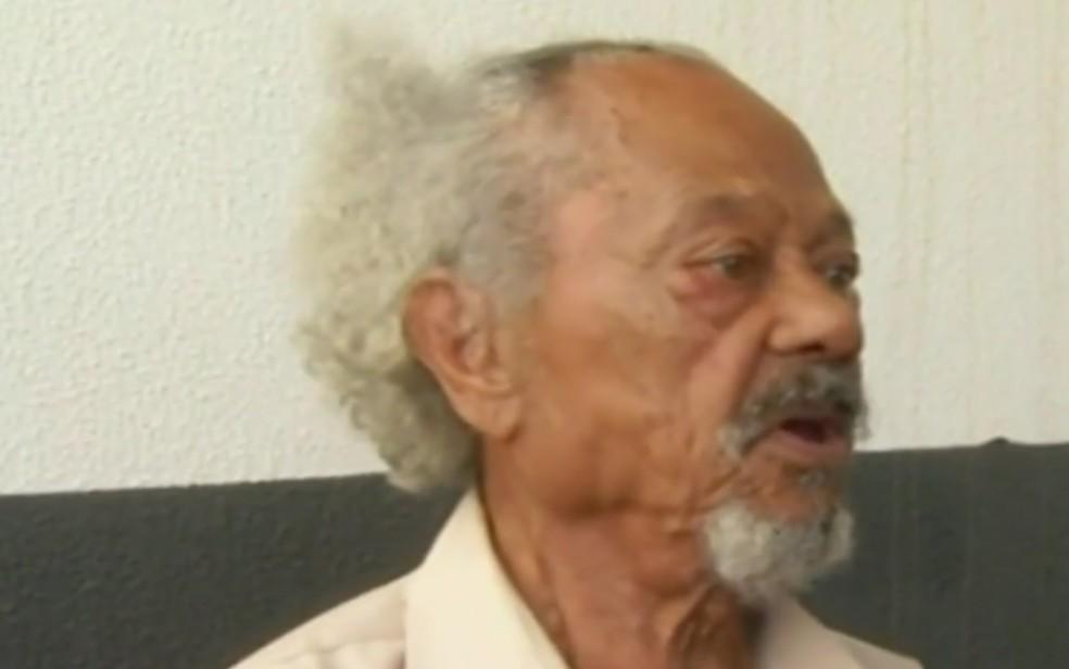 Felismino foi agredido dentro da própria casa, em Luziânia, Goiás (Foto: TV Anhanguera/Reprodução)