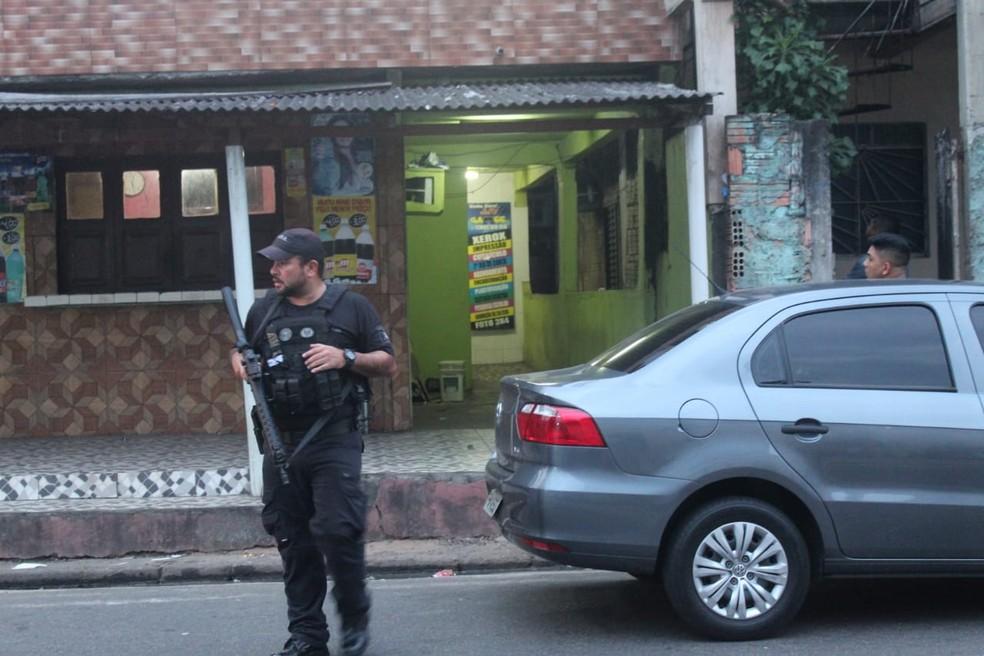 MP cumpre mandados de prisão em Manaus durante operação nesta quinta-feira (15) — Foto: Eliana Nascimento/G1 AM
