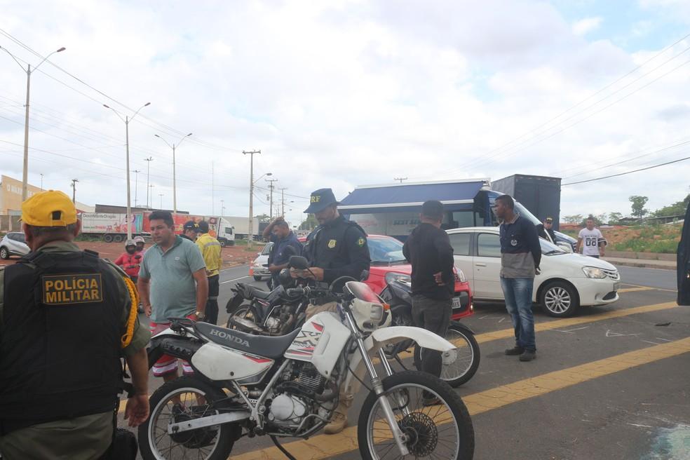 PRF fiscaliza carros e motos na BR-343 — Foto: Lorena Linhares/G1 Piauí