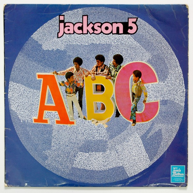 """Hugo Boss patrocina a exposição """"Michael Jackson: ABC por Graham Dolphin (Foto: Reprodução)"""