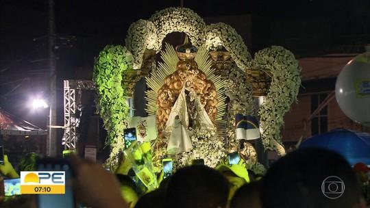 Fiéis homenageiam Nossa Senhora do Carmo com shows, missas e procissão no Recife