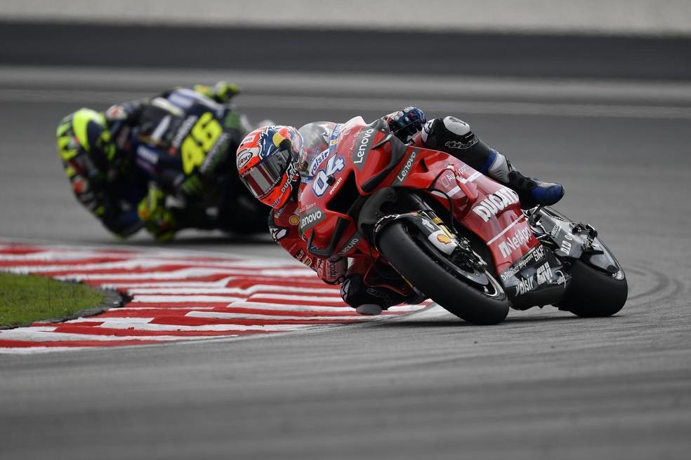 Dovizioso e Rossi: grande duelo pelo pódio... — Foto: Internet
