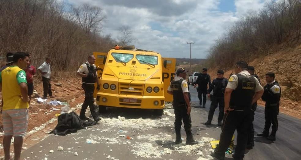 Veículo foi explodido no interior do Ceará (Foto: Arquivo pessoal)