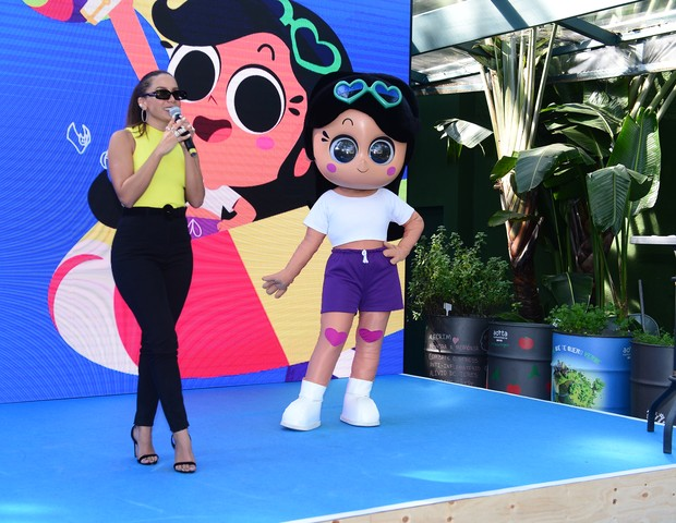 Anitta e Anittinha em evento do Gloob (Foto: Agnews)