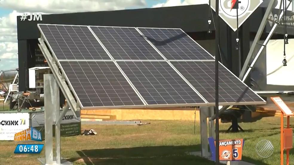 Diversas placas de energia solar são expostas na Bahia Farm (Foto: Reprodução/TV Bahia)