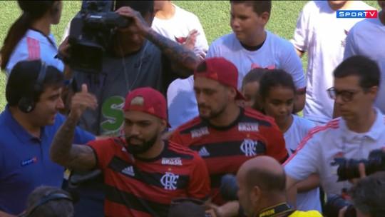 Antes de jogo, Arrascaeta e Gabigol são apresentados para torcida do Flamengo no Maracanã