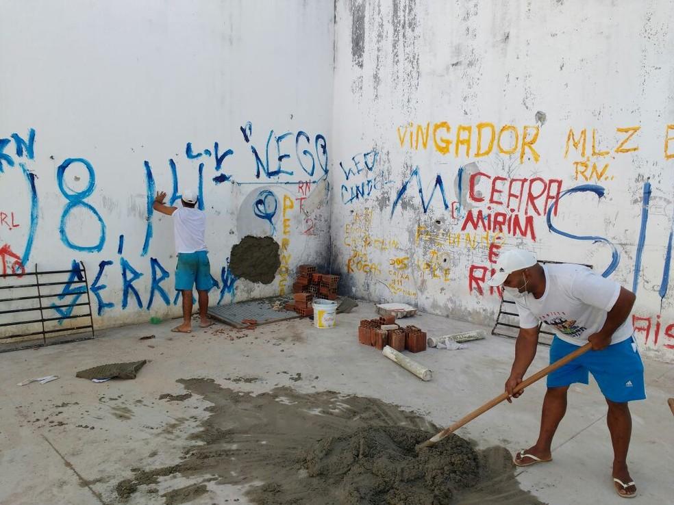 Após rebelião em 2017, pichações nos muros da Penitenciária Estadual de Alcaçuz foram tiradas pelos detentos, que também atuaram na reforma da unidade — Foto: G1/RN