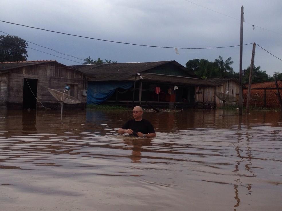 -  Enchente atingiu casas e estabelecimentos comerciais  Foto: Abinoan Santiago/Arquivo G1