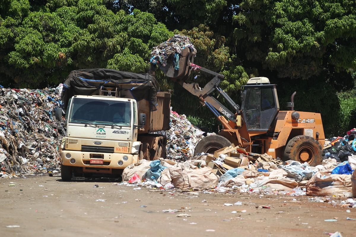 Empresas do DF que produzem acima de mil litros de lixo terão de fazer coleta a partir desta quarta