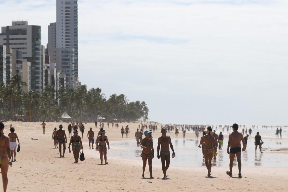 Movimento intenso foi registrado na praia de Boa Viagem, na Zona Sul do Recife, neste domingo (21) — Foto: Marlon Costa/Pernambuco Press