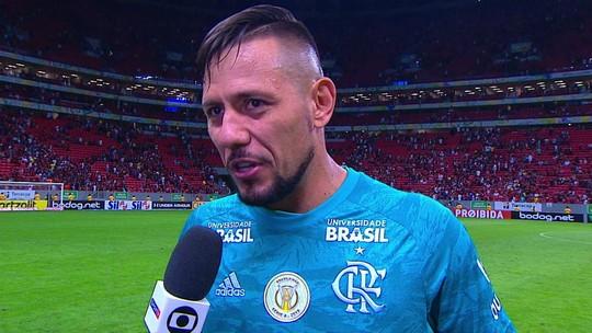 """Diego Alves sobre a boa atuação e os pênaltis defendidos: """"A gente sai com orgulho"""""""