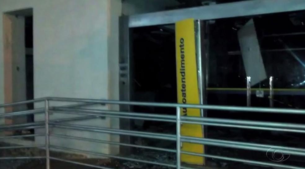 Criminosos agiram durante a madrugada (Foto: Reprodução/TV Gazeta)