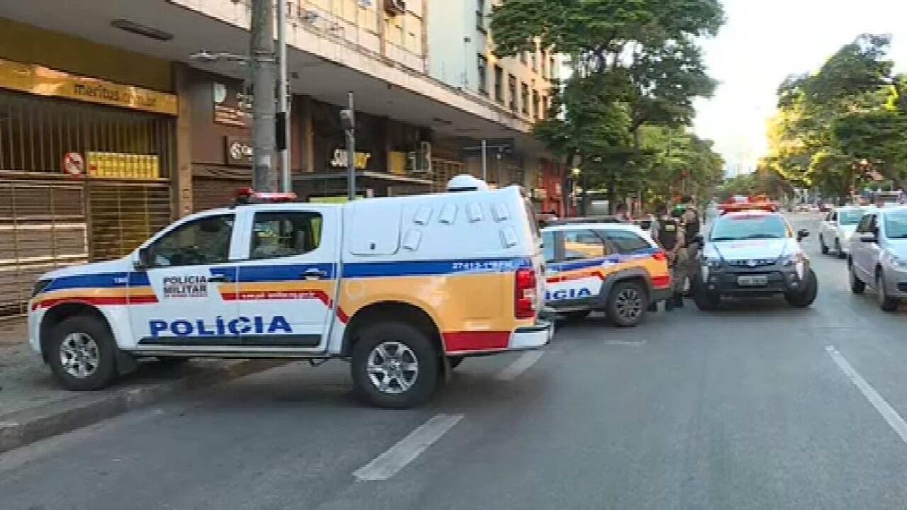 VÍDEO: Policiais encontram corpo em carrinho de supermercado em Belo Horizonte