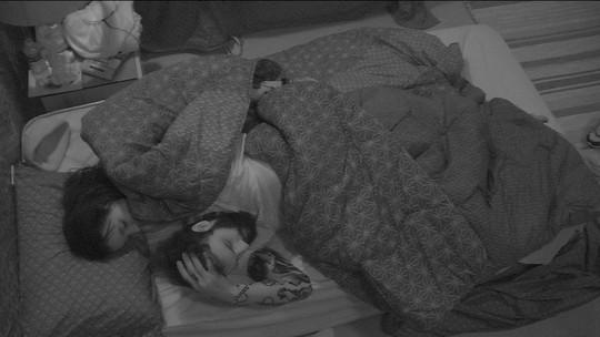 Gleici deixa Ana Clara e vai para a cama de Wagner