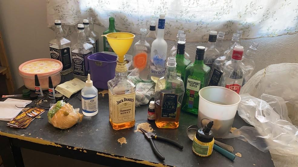 Polícia Militar descobre fábrica clandestina de bebidas em Piracicaba — Foto: Felipe Boldrini/EPTV