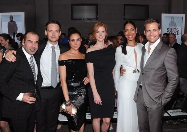 Meghan Markle e elenco de Suits (Foto: Reprodução/Getty Images)