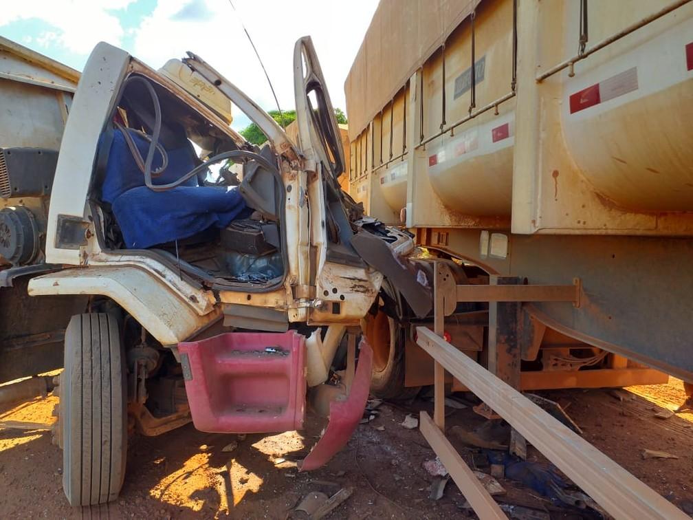 Acidente na MT-225, perto do município de Feliz Natal, matou um motorista — Foto: Divulgação