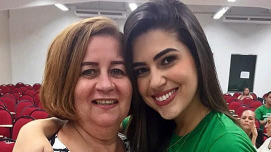 Mãe de Vivian questiona amizade com Mayara e relacionamento com Manoel