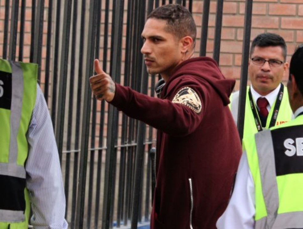 Guerrero segue em Lima desde o final de semana: jogador tem suspensão mantida (Foto: Reprodução)