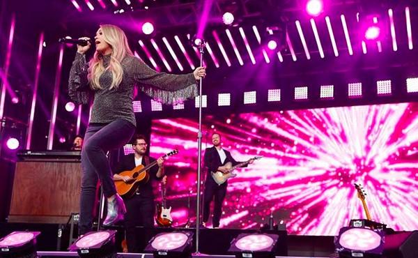 A cantora Carrie Underwood durante um show (Foto: Instagram)