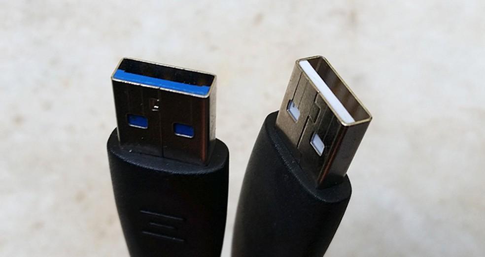 Diferença do USB 3.0, em azul, e 2.0 branco. — Foto: (Foto: Barbara Mannara/TechTudo)
