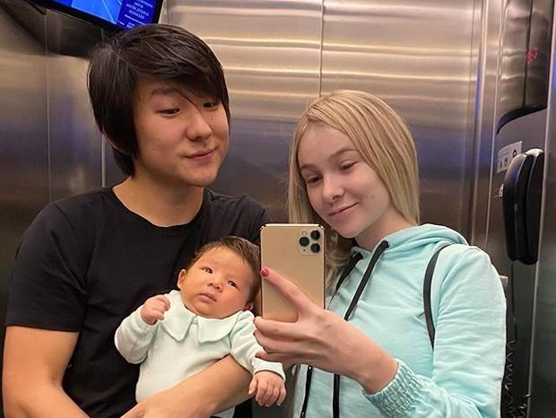 Pyong Lee com o filho, Jake, e a mulher, Sammy Lee (Foto: )